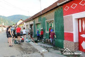 200 de voluntari au colorat 30 de case în doar 3 zile la Eftimie Murgu