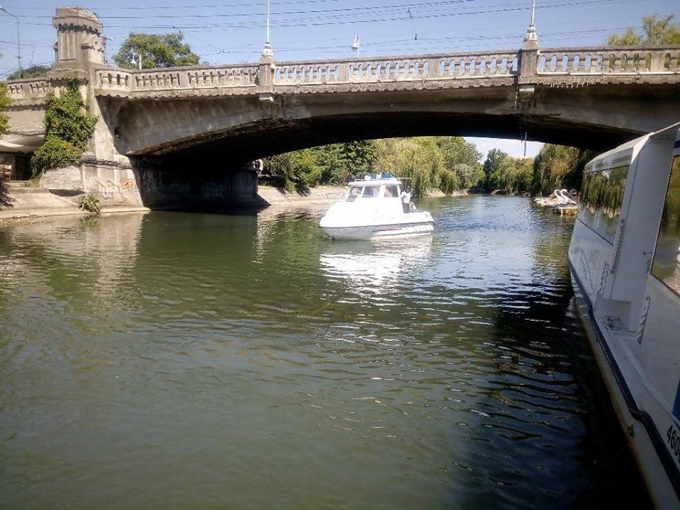 Patrulările cu șalupa pe Canalul Bega au scos la iveală zeci de nereguli