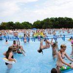 Număr record de vizitatori la ștrandul Neptun din Arad, în weekend