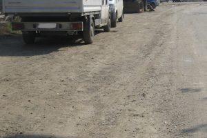 Șoferii care au depozitat materiale din construcții pe sol, arși la buzunare