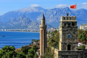 Se dă startul zborurilor spre Antalya, dar și vacanțelor pe plajele însorite din Turcia