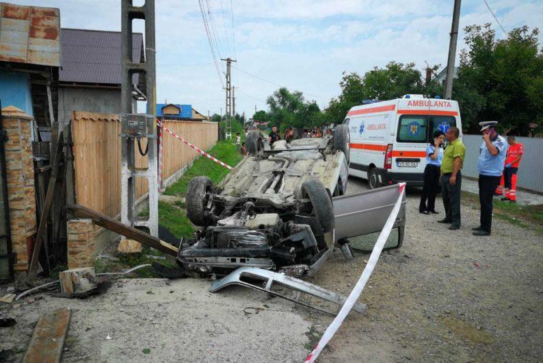 Copil de 12 ani, mort în accident. El conducea maşina