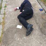 Bărbat căzut pe o stradă din Reşiţa, salvat de un jandarm