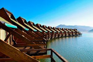 Judeţul Caraş-Severin găzduieşte una dintre cele mai spectaculoase staţiuni turistice din România