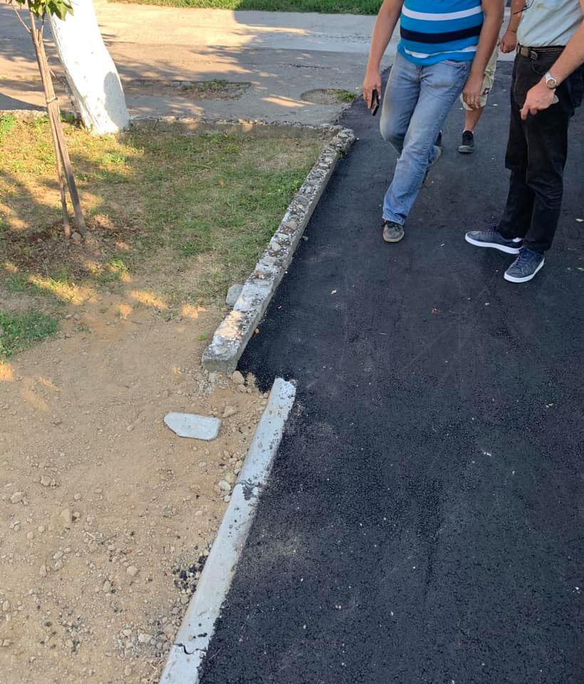 În ce hal s-au asfaltat trotuarele pe o stradă din Lugoj. Reacţia viceprimarului