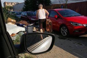 Atenție, nu aruncați deșeuri pe străzi! Cine vă poate vedea