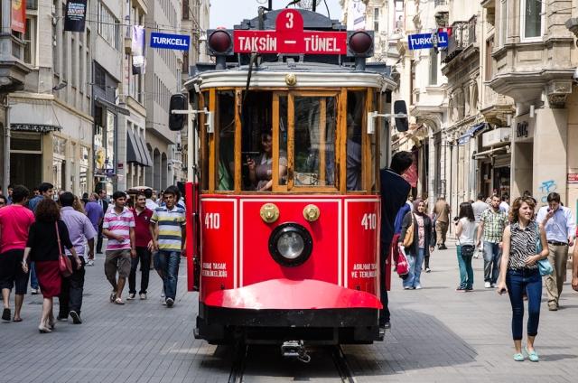 Cum s-au schimbat turiștii români în ultimii 21 de ani: de la borcane cu mâncare la pachet, la vacanțe all inclusive