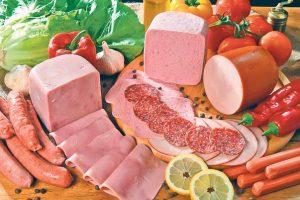 Cele mai periculoase alimente care ajung pe mesele noastre: mezelurile, cap de listă
