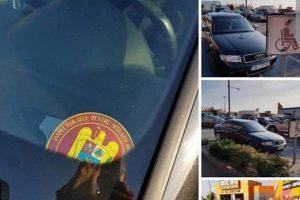 Sigla ISU, folosită abuziv de un şofer pentru a parca pe un loc destinat celor cu handicap