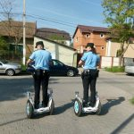 Polițiștii locali pe segway-uri, spaima şoferilor care parchează pe pistele pentru bicicliști