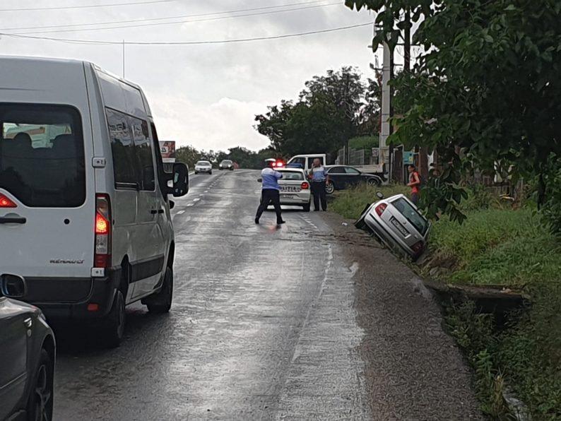 Un autoturism înmatriculat în Timiș a derapat în șanț la Mintia