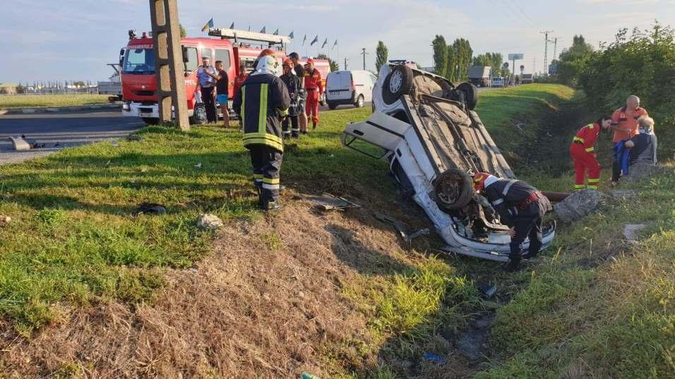 Două persoane au ajuns la spital în urma unui accident ce a avut loc la intrare în Timișoara