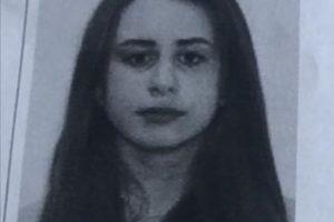O fată de 15 ani a plecat sâmbătă de acasă şi e de negăsit