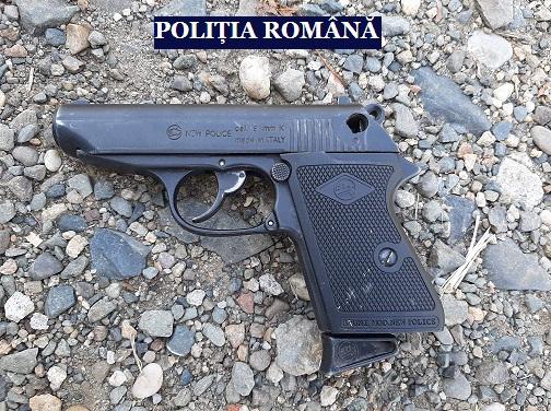 Descinderi la o grupare infracțională bănuită de șantaj și nerespectarea regimului armelor și munițiilor