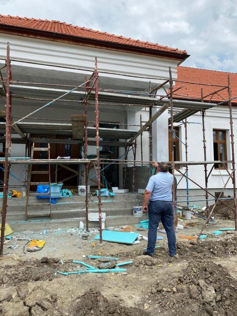 Foto. În ce stadiu este modernizarea Căminului Cultural din Giarmata