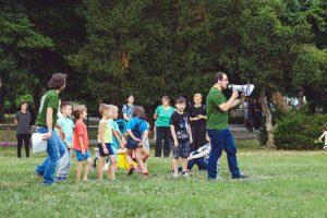 Problemele din zona Traian, discutate după un spectacol-lectură în Parcul Regina Maria