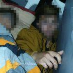 Băiat ascuns de tată între banchetele din spate ale unui microbuz, depistat la Nădlac