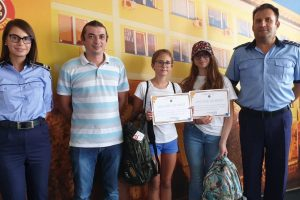 Două eleve de 12 ani i-au uimit pe poliţişti cu gestul lor
