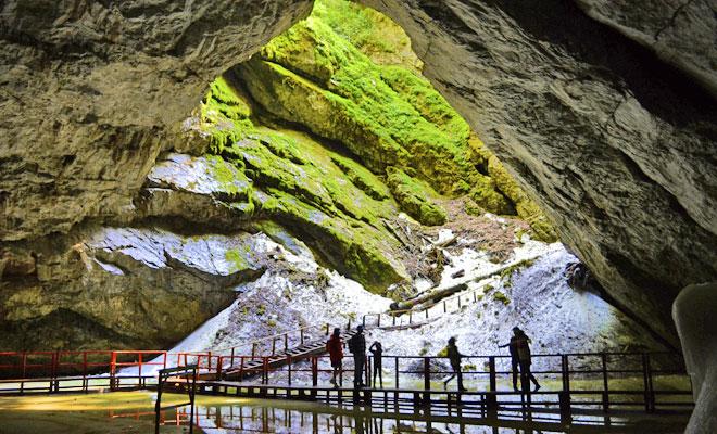 Peştera Gheţarul de la Scărişoara, oază de răcoare veche de 4.000 de ani
