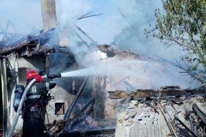 O casă din Timiş, în flăcări