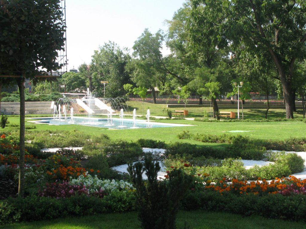O mică grădină spaniolă şi alte surprize la inaugurarea Parcului Central