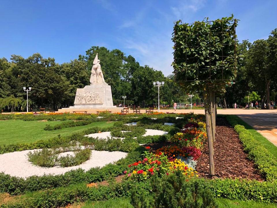 De azi, se redeschid parcurile, locurile de joacă și florăriile