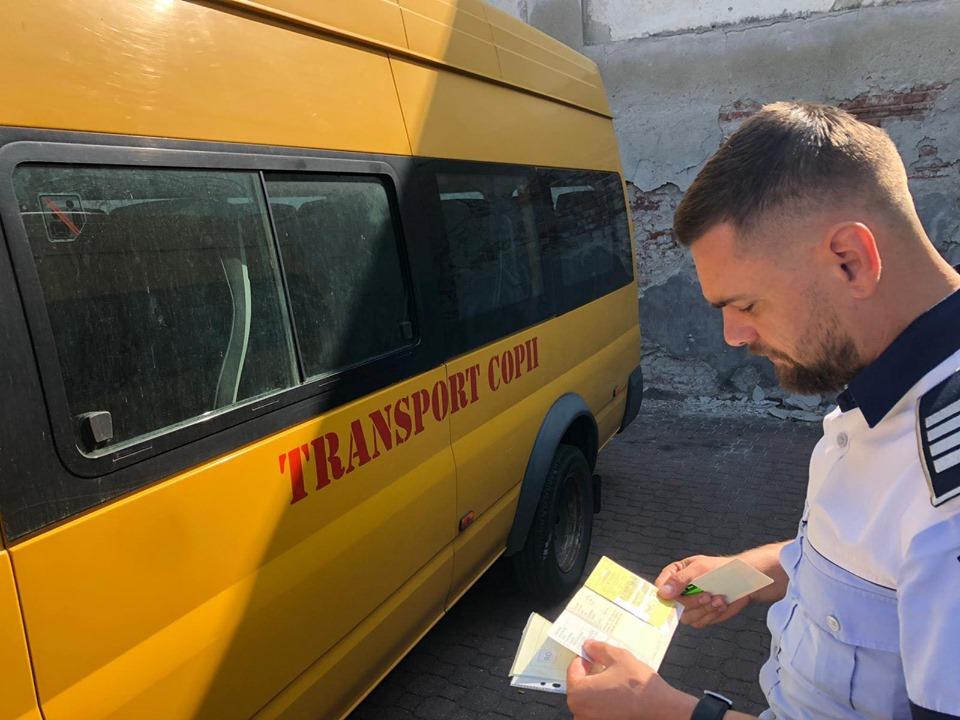 Elevii din Timiș ii solicită sefului CJT transport gratuit