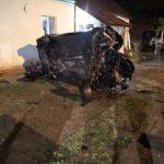 Un mort și trei răniți în Arad după ce un șofer beat s-a izbit cu mașina de o casă