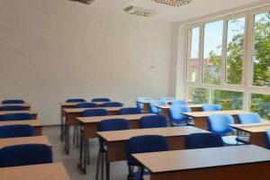 Patru școli se vor muta în sistem online. E prea frig în sălile de clasă