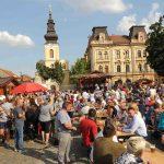 Bucate alese şi muzică populară la Sărbătoarea Toamnei, în Piaţa Traian