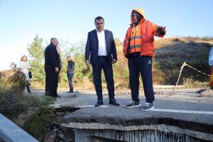 Drumul Ohaba Lungă- Ohaba Română surpat la inundații, reparat într-o lună