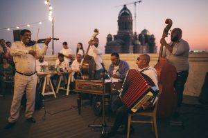 Gipsy jazz și muzică lăutărească, la Impuls Fabric în Parcul Regina Maria