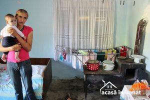 Haideţi să ajutăm o femeie din Coşteiu care creşte singură cinci copii!