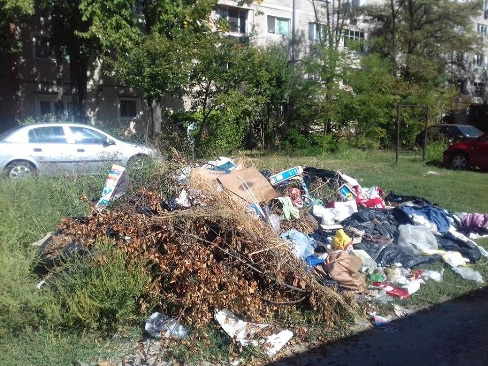 60 de amenzi aplicate de polițiștii locali pentru aruncarea de resturi în ultima săptămână