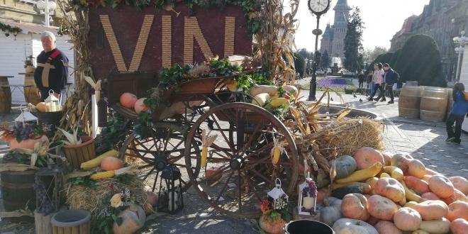 Festivalul Vinului începe vineri în Piaţa Victoriei. Cine urcă pe scenă