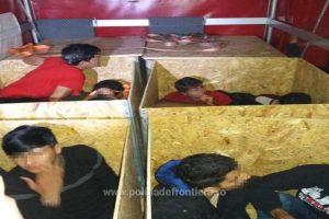 Migranți ascunşi într-un automarfar la Nădlac. În ce condiţii călătoreau