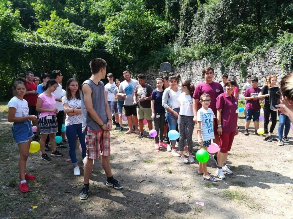 """Tabără la Sasca Montană pentru """"Tineri de Nota 10"""""""