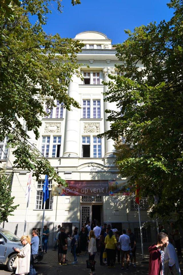 Dobra dă vina pe Iohannis pentru amânarea rezidenţiatului