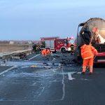 Bitum revărsat pe autostrada A1, în urma unui accident
