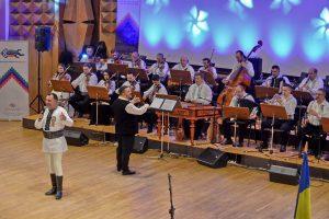 Spectacol folcloric dedicat Zilei de 1 Decembrie cu Ansamblul Banatul şi invitaţii săi