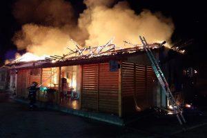 Flăcările au distrus un bar din Timiş