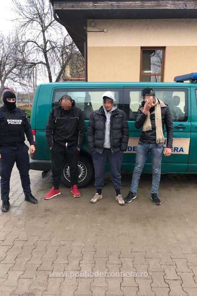Trei tineri din Algeria depistaţi ascunşi într-un tren la Vama Moraviţa