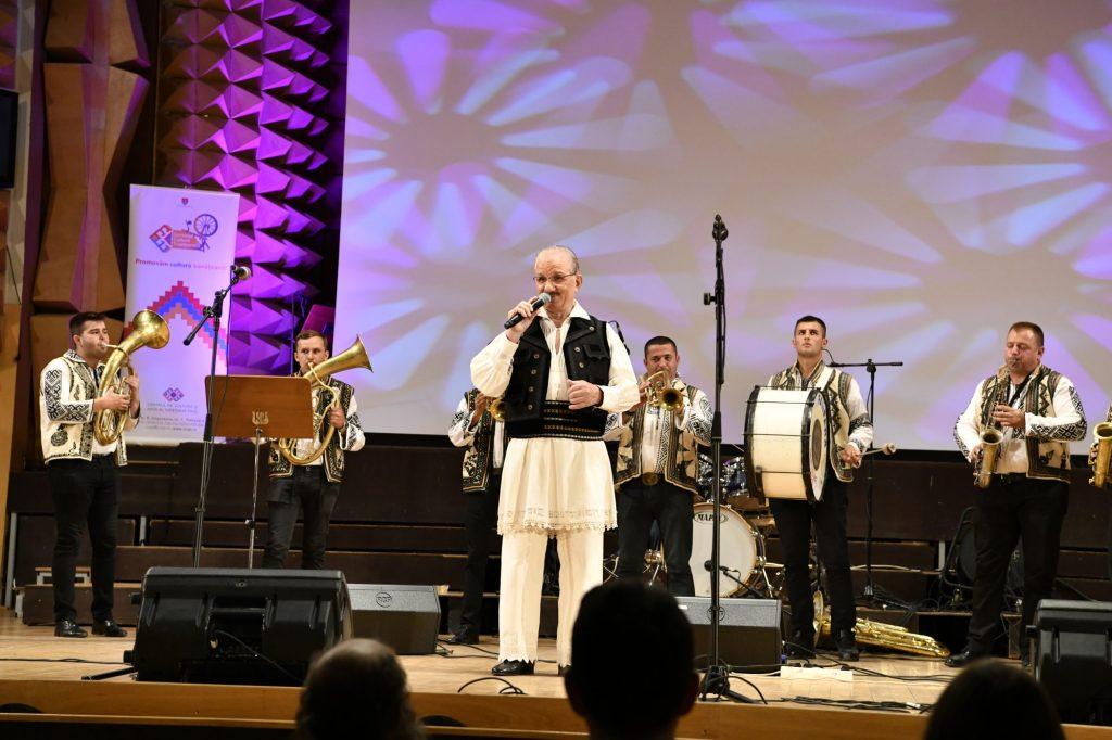 Vasile Conea, aniversat în spectacolul de Crăciun al Ansamblului Banatul
