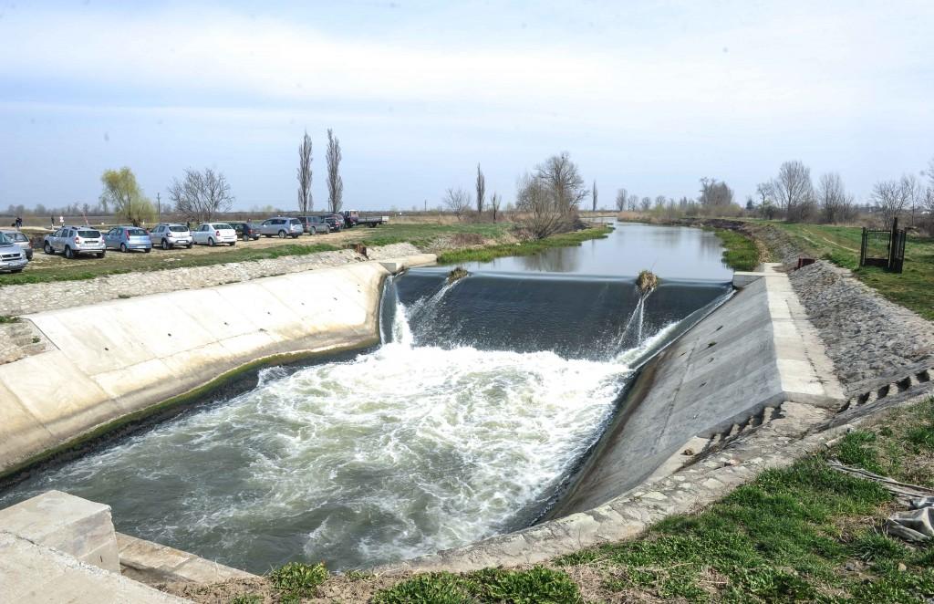 Barajului stăvilar de la Sânmihaiu Român i s-a adăugat un echipament de bază