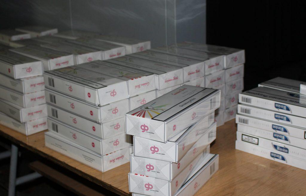 Aproape 8 mii de pachete de țigări, ridicate de la contrabandiști din Timiș și Arad