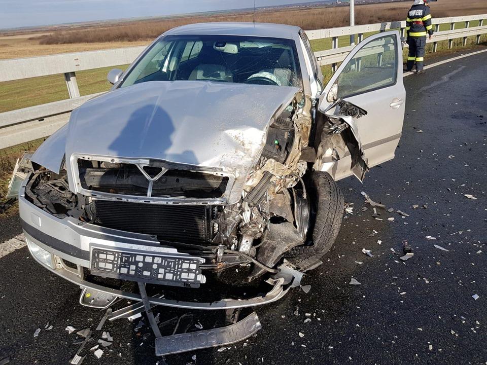 Accident cu doi răniţi la nodul rutier de pe A1, în Remetea Mare