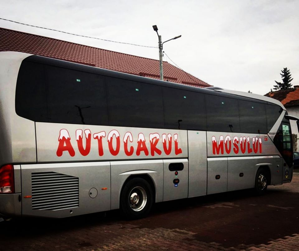 Târg de Crăciun la Ghiroda. Autocarul Moşului îi aşteaptă pe copii