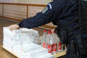 Alcool și țigări de contrabandă depistate de jandarmi în Piaţa Badea Cârţan