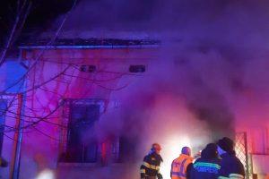 Sediul Primăriei Pietroasa din Timiş, în flăcări