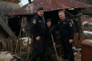 Gest de mare omenie al jandarmilor timişeni pentru o bătrână dintr-un sat izolat